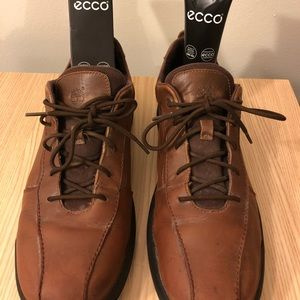 Leather Brown Timberland shoes & polishing cream